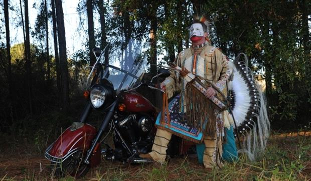 Indian Motorcycles_Charlotte_Signature_Edition_Red_Hawk
